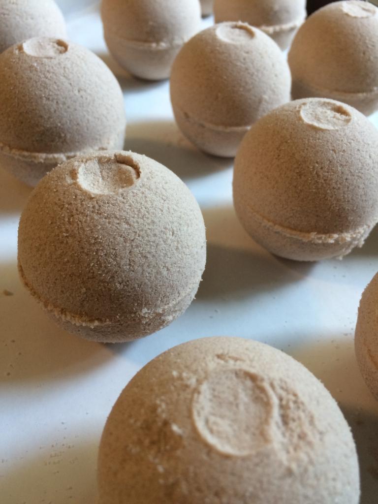 cinnamon sugar bath bombs