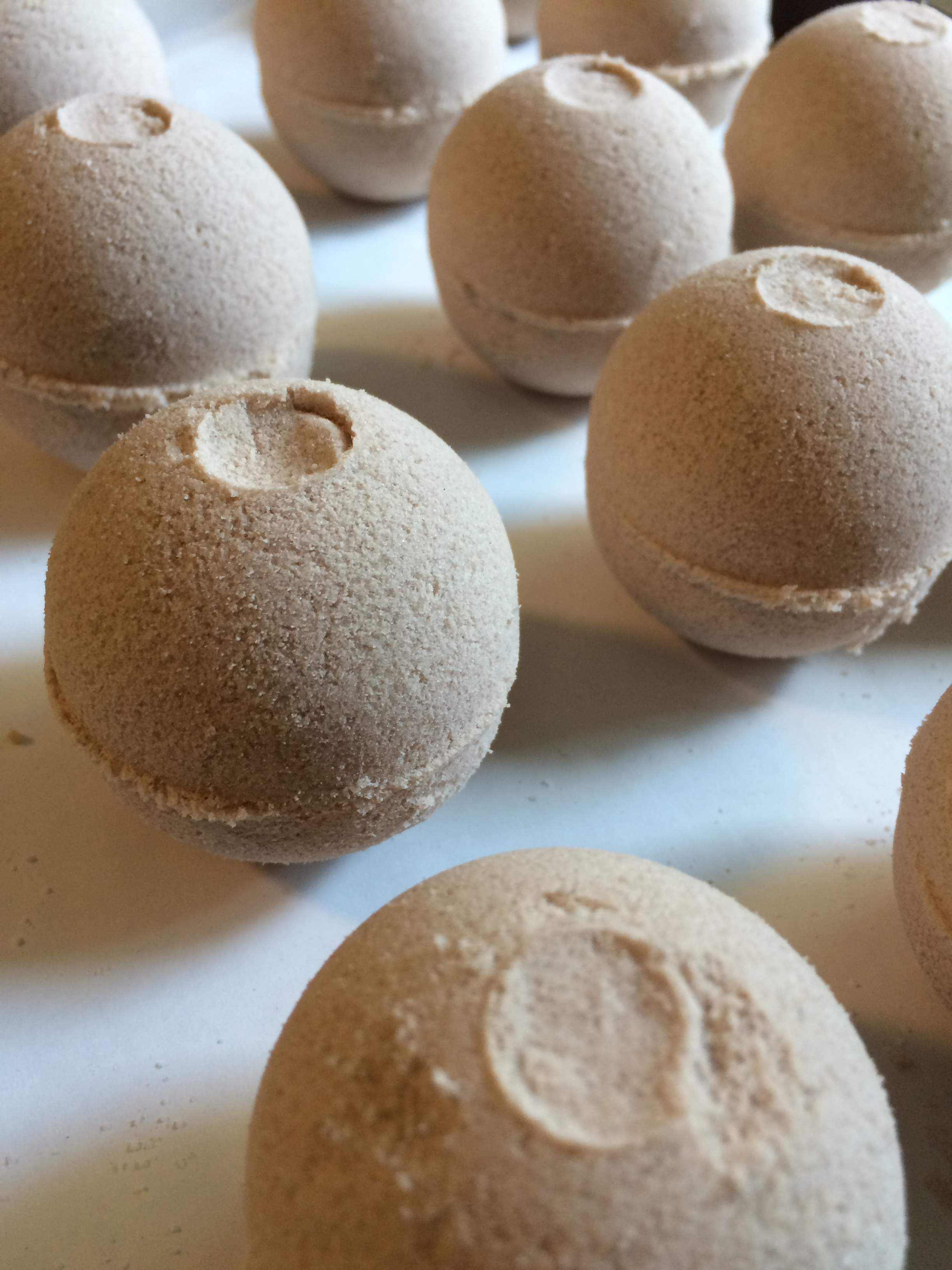cinnamon sugar bath bombs